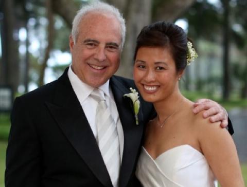 Vợ của chủ đội banh Philadelphia Eagles thắng Super Bowl là người gốc Việt