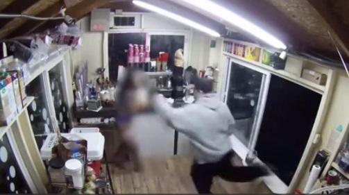 Bắt nghi can bắt cóc nữ nhân viên mặc bikini ở tiểu bang Washington