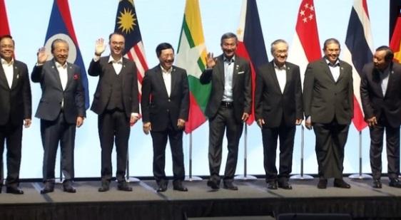 """Các ngoại trưởng ASEAN tuyên bố """"chung chung"""" về Biển Đông"""