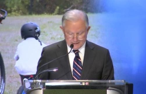 """Bộ Trưởng Tư Pháp Jeff Sessions hứa  """"sẽ hành động"""" sau vụ nổ súng Florida"""