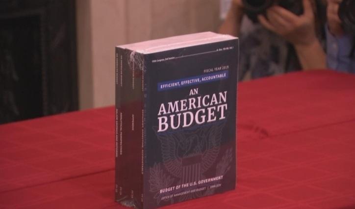 Hôm nay tổng thống Trump giới thiệu dự thảo ngân sách thứ nhì của ông