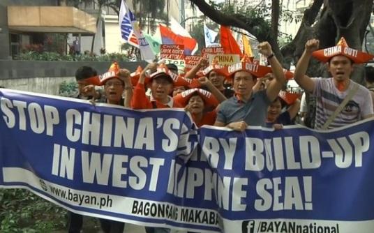 Người Philippines biểu tình chống Trung Cộng xây dựng trái phép trên Biển Đông