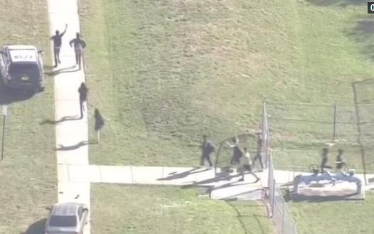 Nhân viên bảo vệ có vũ khí xin nghỉ việc vì đã không hành động ngăn chặn nghi can vụ nổ súng Florida