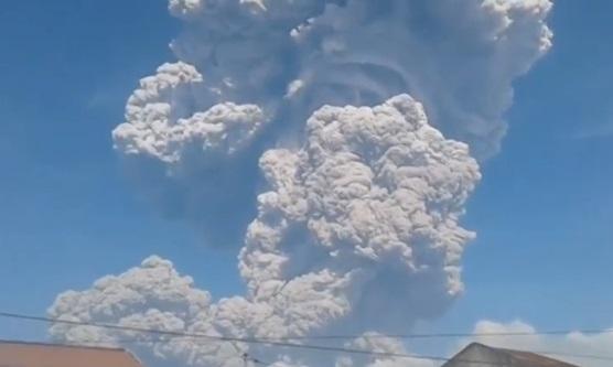 Indonesia ra cảnh báo đỏ với các hãng hàng không do núi lửa phun trào