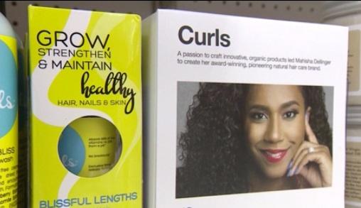 Phụ nữ da màu chuyển khuynh hướng chăm sóc tóc quăn tự nhiên