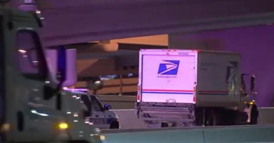 Tài xế xe Bưu Điện Hoa Kỳ bị bắn chết khi lái xe trên Interstate-30  Dallas