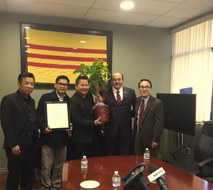 Dân biểu Alan Lowenthal và Lou Correa thăm SBTN và chúc tết cộng đồng gốc Việt