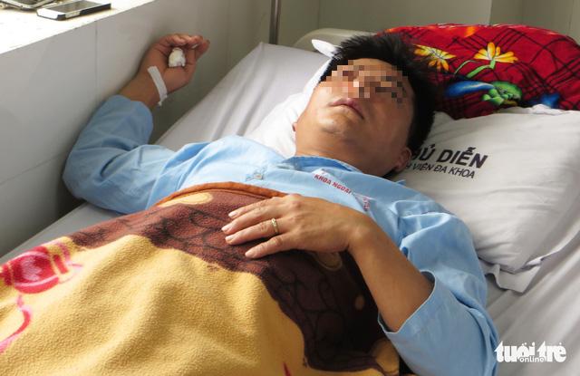 Thầy giáo Nghệ An bị phụ huynh đánh dập sống mũi vì tát học sinh