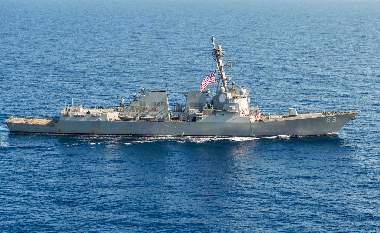 Hoa Kỳ đưa khu trục hạm đến sát bãi Vành Khăn