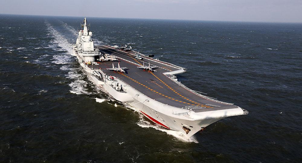 Hàng không mẫu hạm Liêu Ninh cùng 40 chiến hạm tập trận