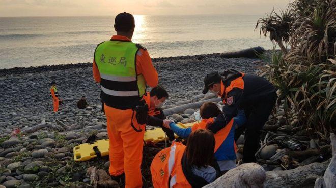 Tàu chở người Việt Nam vượt biên đến Đài Loan bị chìm: 2 người chết đuối