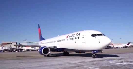 Delta Airlines xem xét quan hệ với tất cả các nhóm gây chia rẽ chính trị