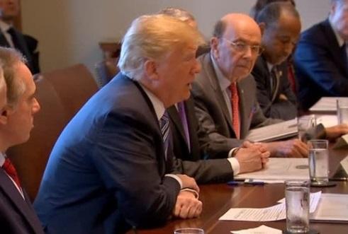 Tổng thống Trump tăng thuế nhập cảng, miễn trừ cho Mexico và Canada