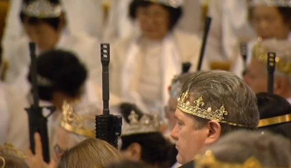 Hàng trăm cặp vợ chồng mang súng AR15 tới nhà thờ Pennsylvania để được ban phước