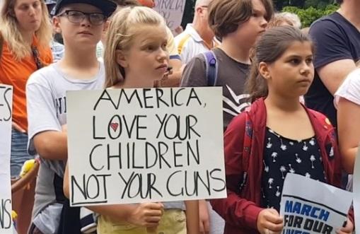 Cư dân Sydney Úc biểu tình đoàn kết với cuộc tuần hành March For Our Lives ở Hoa Kỳ