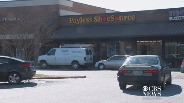 Bé gái 2 tuổi thiệt mạng vì tấm gương trong tiệm Payless Shoesource rơi xuống đầu