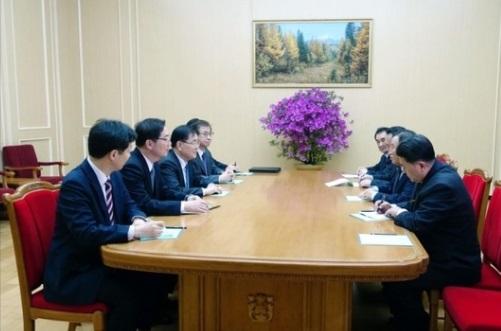 Đoàn đại diện Nam Hàn đến Bình Nhưỡng ăn tối với Kim Jong Un