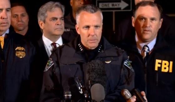 Nghi can bom thư Austin nổ bom tự sát khi bị cảnh sát bao vây