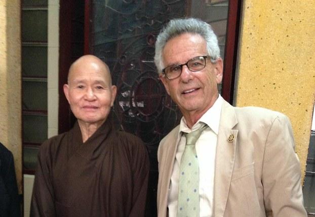 Dân Biểu Alan Lowenthal chính thức 'bảo trợ' cho  Hòa Thượng Thích Quảng Độ