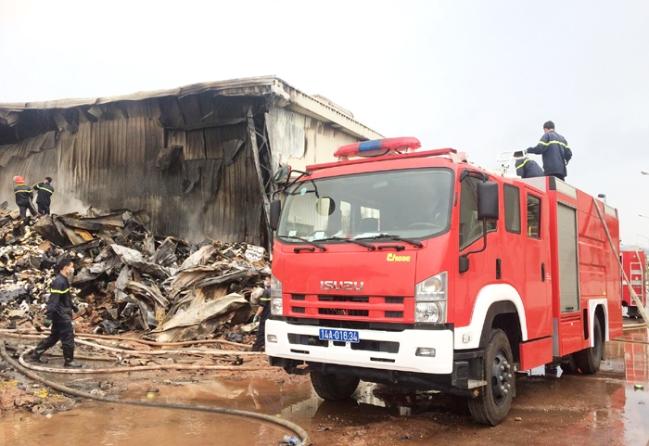 Dù để cứu hỏa Trung Cộng vào gíup, kho bông vải Quảng Ninh vẫn cháy rụi