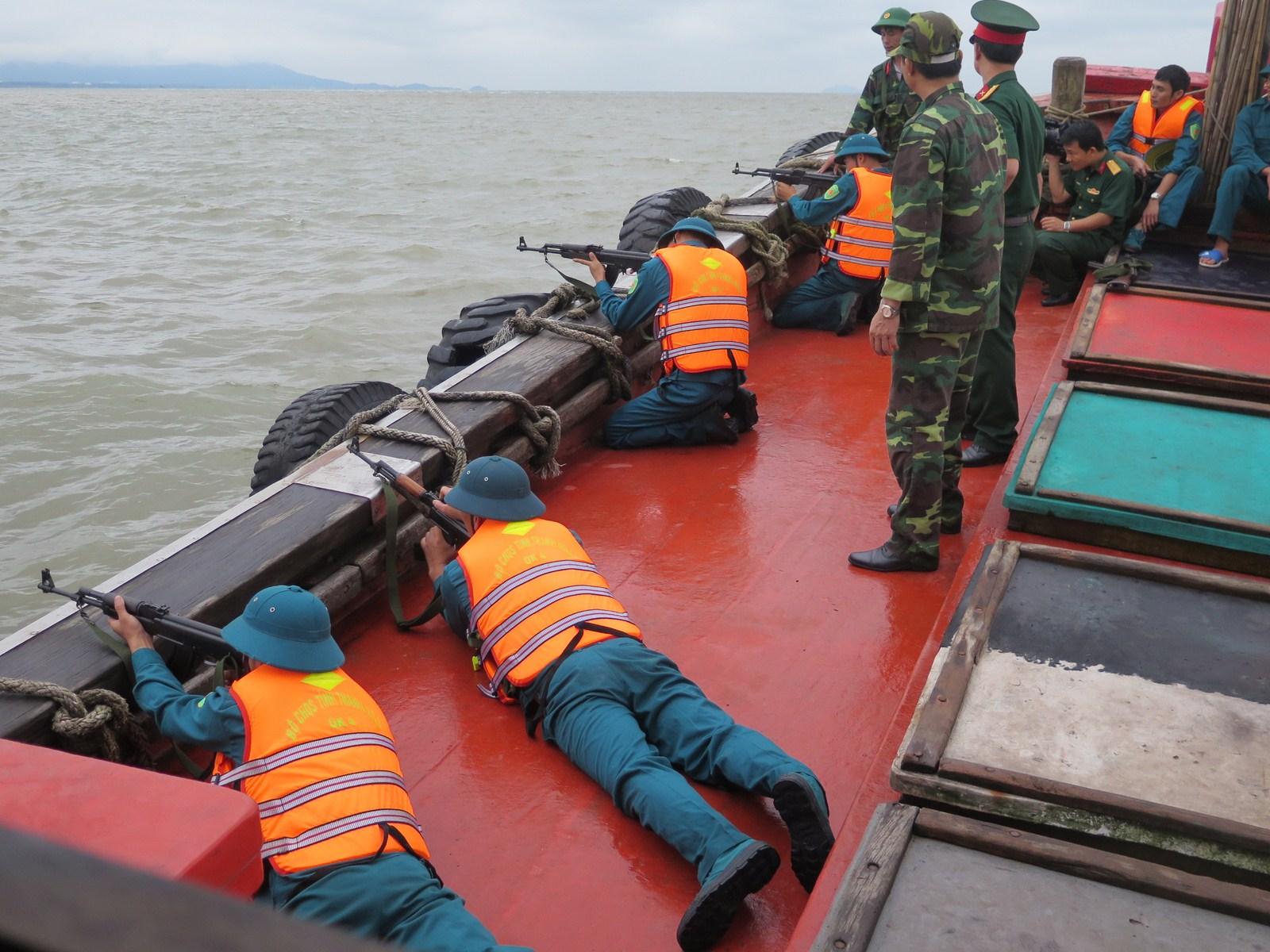 Việt Nam phát triển 'ngư dân tự vệ' đối phó với Trung Cộng