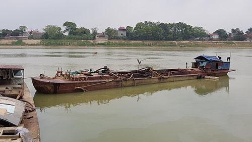 Cán bộ xã ở Thanh Hóa bị người dân ném bom xăng vì nghi tiếp tay cát tặc