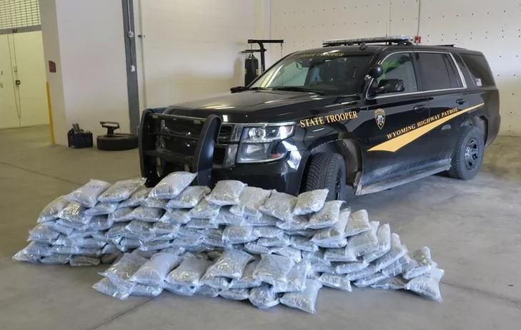 Cảnh sát Wyoming bắt giữ 2 người gốc Việt chở 114 pound cần sa
