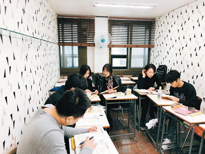 Người Nam Hàn đổ xô đi học tiếng Việt