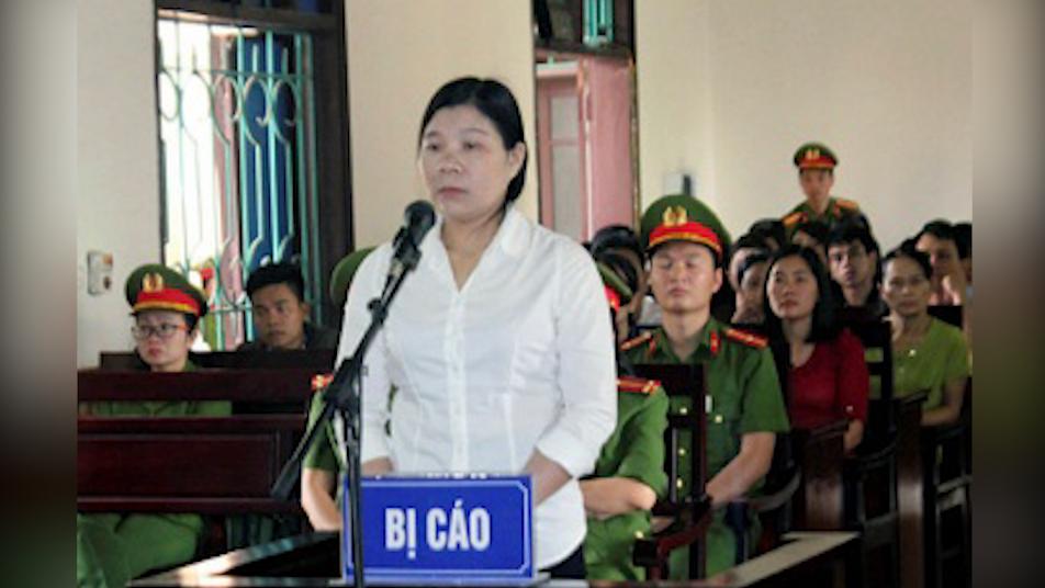 Tòa án Hà Tĩnh lén lút xử bà Trần Thị Xuân 9 năm tù
