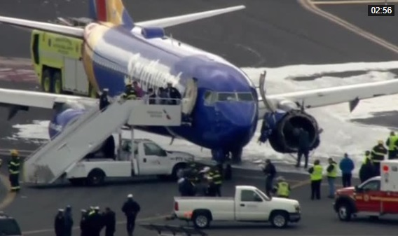 Máy bay Southwest Airlines nổ động cơ giữa trời, 1 hành khách thiệt mạng