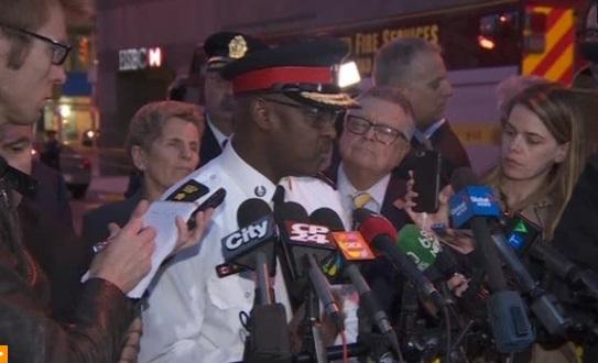 Xe vận tải lao vào đám đông đi bộ ở Toronto Canada- 10 người chết, 15  bị thương