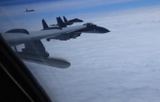 Chiến đấu cơ Trung Cộng bay vòng quanh đảo Đài Loan