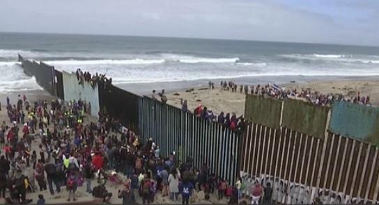 Đoàn di dân Trung Mỹ tới biên giới Nam Hoa Kỳ xin tị nạn