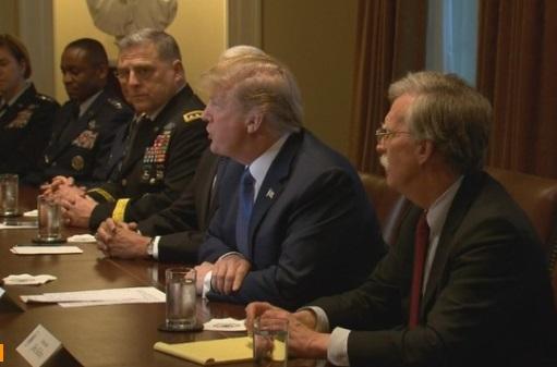 Tổng thống Trump đe dọa phản ứng mạnh trước cuộc tấn công vũ khí hóa học ở Syria