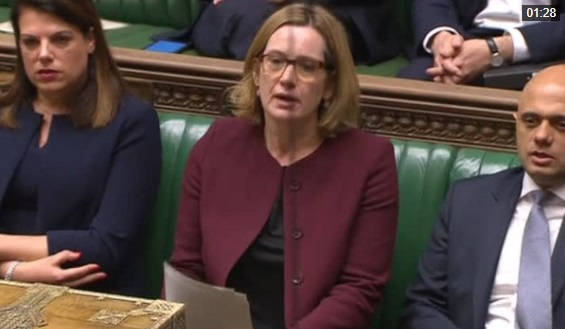 Bộ Trưởng Nội Vụ Anh từ chức vì tai tiếng liên quan đến di dân