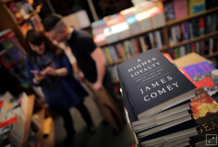 Sách mới của James Comey bán 600,000 cuốn trong tuần lễ đầu tiên
