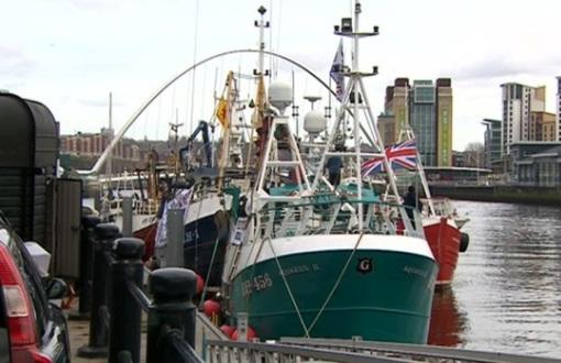Ngư dân Anh đưa tàu biểu tình phản đối thoả thuận ngư nghiệp của chính phủ với EU