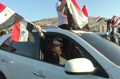 Người Syria ở Damascus lên án các cuộc không kích của Hoa Kỳ, Anh Quốc Và Pháp Quốc