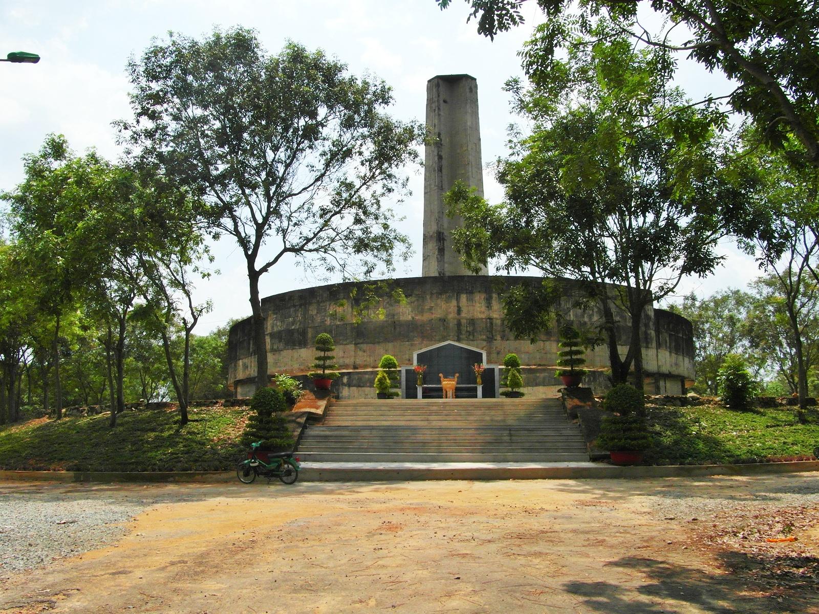 Đại Sứ Kritenbrink loan báo Hoa Kỳ ủng hộ nỗ lực trùng tu Nghĩa Trang Biên Hòa