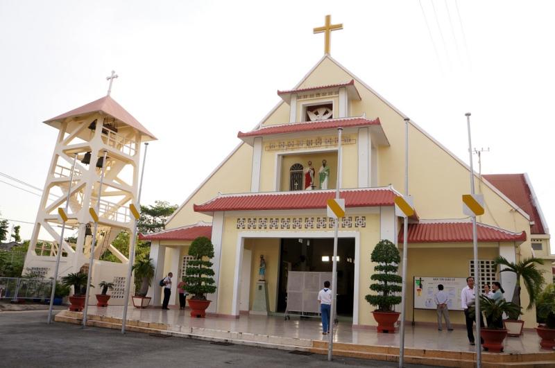 Xã hội dân sự đòi trả chùa Liên Trì, nhà thờ và tu viện Dòng Mến Thánh Giá Thủ Thiêm