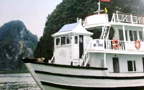 """Việt Nam đình chỉ tàu du lịch Hạ Long khiến du khách Úc gặp """"ác mộng"""""""