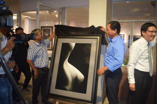 Hà Nội lần đầu cho triển lãm ảnh khoả thân, cấm người xem dưới 18 tuổi