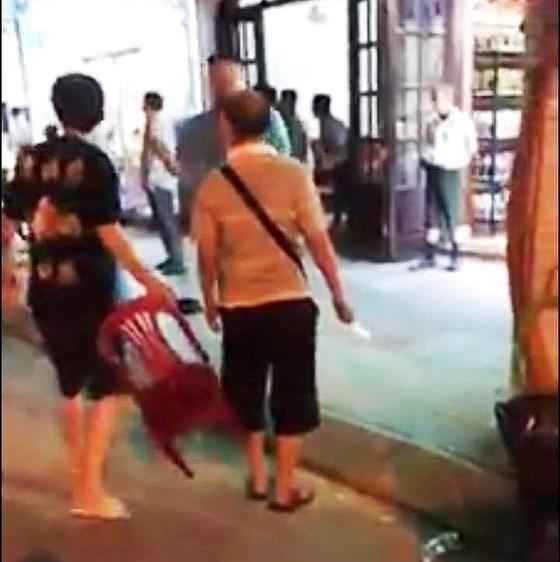 Du khách Trung Cộng ăn quịt bị dân Nha Trang rượt đánh