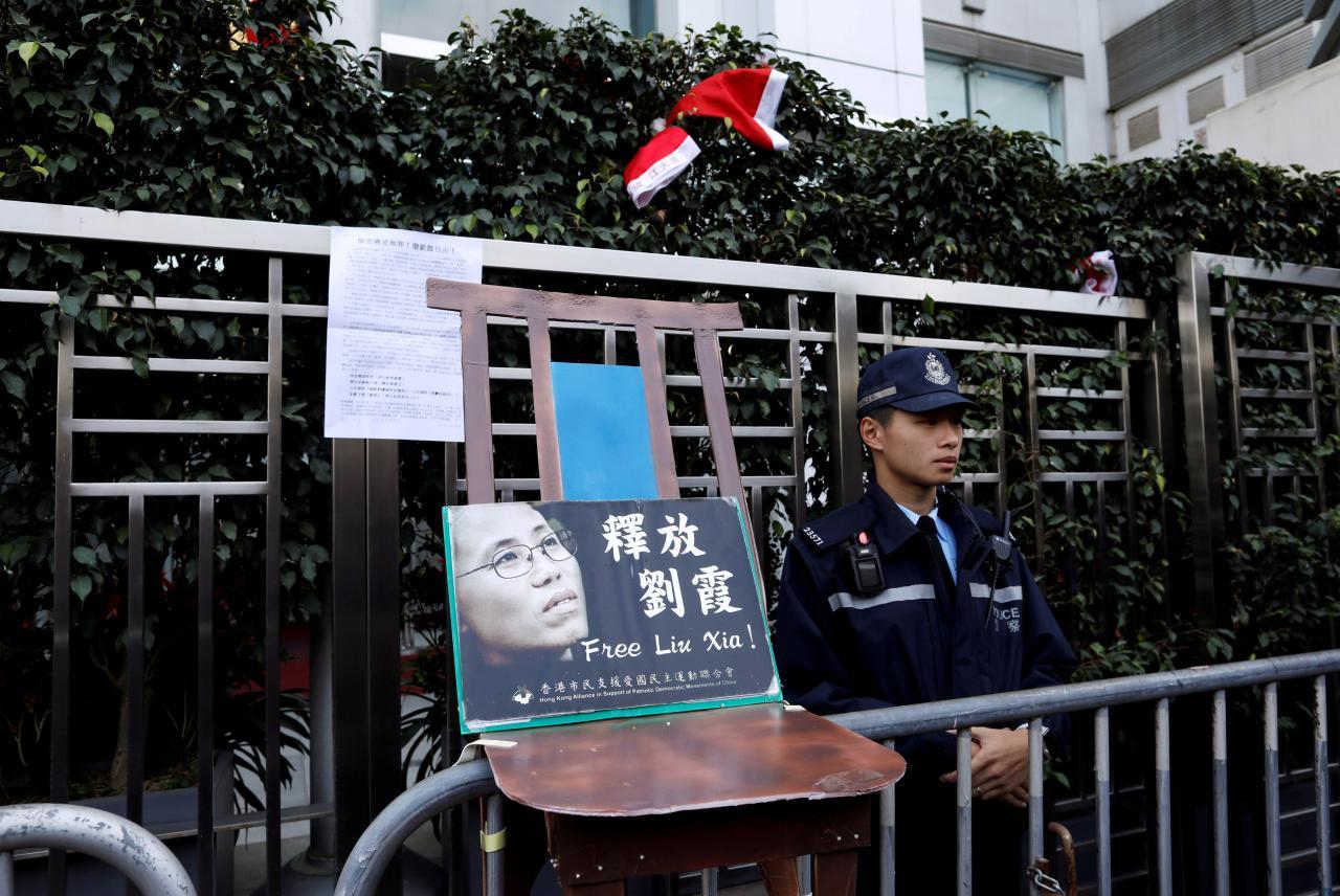 Nhiều nhà văn kêu gọi Trung Cộng ngừng lệnh quản thúc tại gia vợ của ông Lưu Hiểu Ba