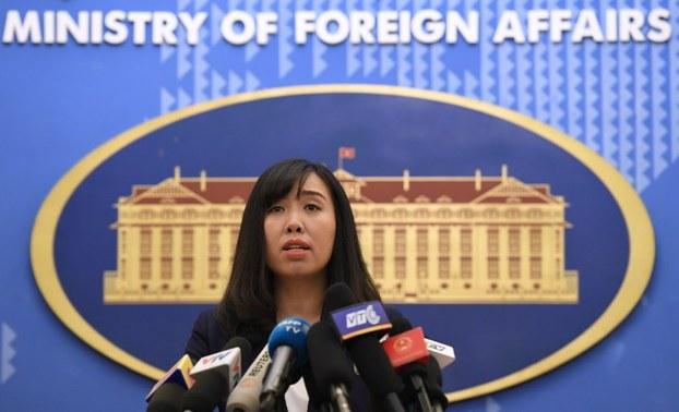 Bộ Ngoại Giao CSVN lên tiếng vụ du khách Trung Cộng mặc áo thun 'đường lưỡi bò'