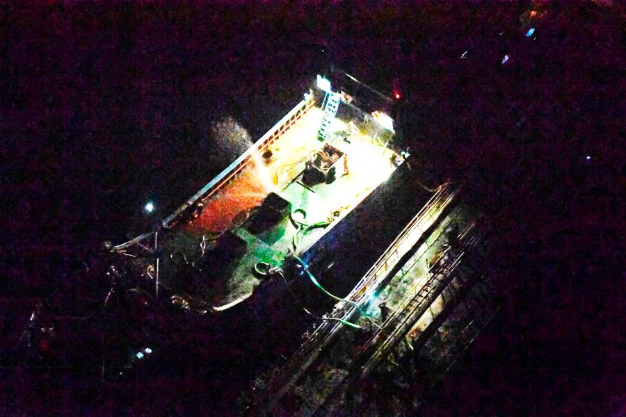 Hải quân Nhật công bố hình chụp tàu Trung Cộng đậu sát tàu chở dầu của Bắc Hàn