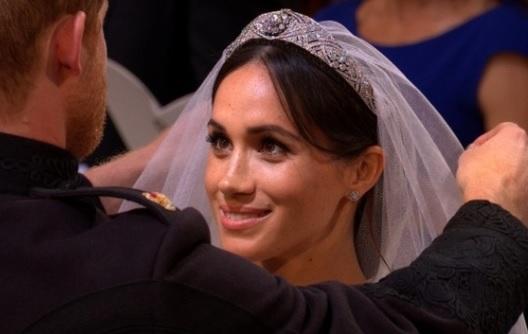 Hoàng tử Harry và cô dâu Mỹ Meghan Markle trao lời nguyện ước tại nhà thờ Hoàng Gia Anh