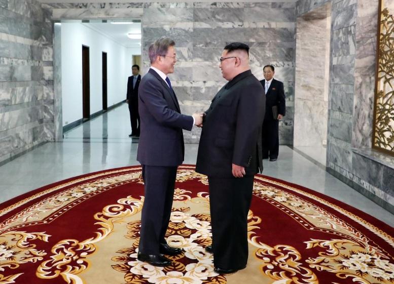 Lãnh đạo Nam – Bắc họp bất ngờ- tổng thống Trump tái hy vọng về hội nghị thượng đỉnh