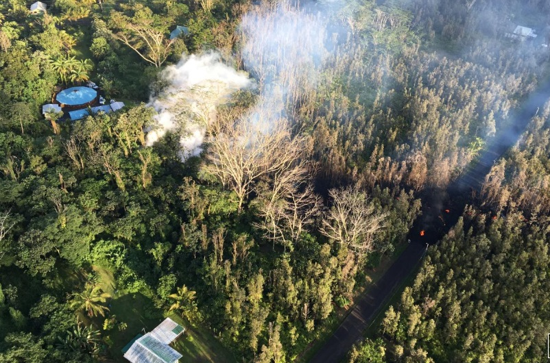 Động đất làm Big Island Hawaii rung chuyển- núi lửa Kilauea phun trào
