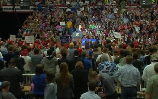 Tổng thống Trump và phó tổng thống Pence đến Indiana vận động cho ứng cử viên Cộng Hòa